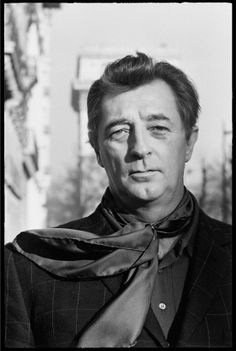Robert Mitchum photographed by Andre Perlstein, Mitchum and Shirley MacLaine are well-cast in this engaging love story: Two for the See-Saw Classic Film Noir, Classic Movies, Old Movie Stars, Classic Movie Stars, Classic Hollywood, Old Hollywood, Hollywood Icons, Caricatures, Hooray For Hollywood