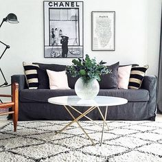o table Cozy Living Rooms, Looking Gorgeous, Love Seat, Throw Pillows, Interior Design, Bed, Table, Furniture, Home Decor