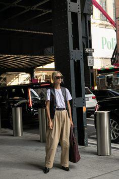 Man Repeller favorite street style looks from New York Fashion Week spring summer 2020 season Nyfw Street Style, Street Style Looks, Casual Street Style, Street Styles, New York Outfits, City Outfits, Korean Street Fashion, Cool Street Fashion, Best Casual Wear For Men