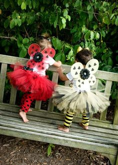 Adorable and graceful, these two fairy twin baby girl Halloween costumes will be sure to make your heart melt every time you see them. Baby Girl Halloween Costumes, First Halloween, Halloween Kids, Bumblebee Halloween, Halloween 2018, Twin Girls Halloween, Baby Bumble Bee Costume, Twin Costumes, Sister Costumes