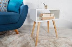Kompaktowa i elegancka szafka nocna Igloo Wood będzie świetnym dodatkiem do skandynawskich wnętrz. Nowoczesne połączenie drewna dębowego z lakierowaną płytą MDF sprawia, że mebel ma ponadczasowy wymiar. Szafka może również posłużyć za stolik kawowy i dekoracyjny w salonie.