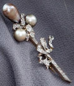 Diamond and Pearl Pin Brooch Royal Tiaras e2659ebb5558