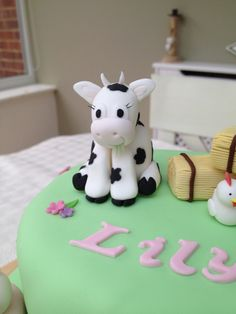 Sugarpaste cow, fondant cow