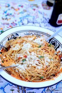 Paste cu rosii si parmezan Parmezan, Pasta, Simple, Health, Ethnic Recipes, Homemade Food, Delicious Food, Yum Yum, The Chew