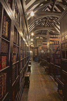"stylish-homes: "" Dark wood stacks and beautifully vaulted ceiling in Chetham's Library in Manchester, England, which is the oldest free public reference library in the United Kingdom. Beautiful Library, Dream Library, Grand Library, Easy Wood Projects, Woodworking Projects That Sell, Woodworking Plans, Popular Woodworking, Woodworking School, Old Libraries"