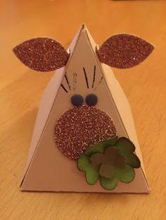 """Glück muss die Frau haben  Ich brauchte noch einen Neujahrsgruß. Ja auch ich kann den Kalender lesen und weiß dass ich dafür """"etwas"""" spät dran war aber trotzdem: ich brauchte noch einen Neujahrsgruß. Da kommt das kleine Schweinchen dass mit den Pyramidenformen gemacht werden kann doch genau richtig:  Alles Gute für 2016  Das Schweinchen ist relativ selbsterklärend deshalb vielleicht auch nur eine Bemerkung zum Kleeblatt: ich habe das für 4 Herzchen aus dem """"Itzybitzy""""-3-er Stempel genommen…"""