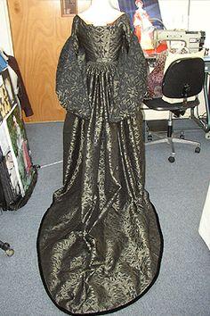 Ninya Mikhaila costumier - gown back