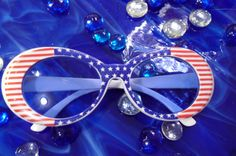 Sweet 60s/70s Super Mod Sunglasses in Red White and Blue