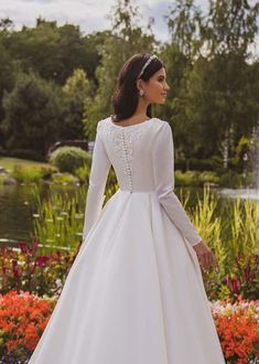 Party Dresses Uk, Wedding Dresses Plus Size, Modest Wedding Dresses, Unique Dresses, Simple Dresses, Long Sleeve Wedding, Wedding Dress Sleeves, Wedding Dress Winter, Gown Wedding