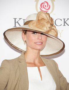 2011 Kentucky Derby Nikki Taylor Keeps It Neutral Classy