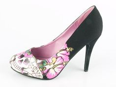 Ed Hardy - i have similar pair but with no skulls! Don't wanna wear them as i'd spoil the soles!!