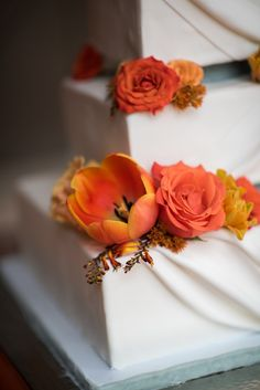 Real Wedding Series | Deja and Darnell - Becky's Brides | Photo: Mallory Katherine Images | Floral Design: Hothouse Design Studio | Cake: Cakes by Kim