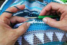 Taschen Crochetalong Teil 2 Fäden mitnehmen schoenstricken.de