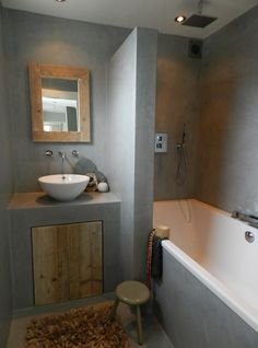 betonstuc, dichte douchewand ipv glas en ingebouwde wastafel. Combineren met glas verder?