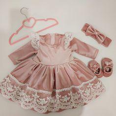 Baby Girl Dress Design, Baby Girl Dress Patterns, Toddler Girl Dresses, Little Girl Dresses, Baby Dress, Girls Dresses, Girls Christmas Outfits, Kids Outfits, Pink Velvet Dress