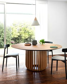 juice by e-ggs . Large Round Dining Table, Round Wood Dining Table, Furniture Dining Table, Dining Table Design, Modern Dining Table, Dining Chairs, Nook Table, Dining Nook, Scandinavian Dining Table