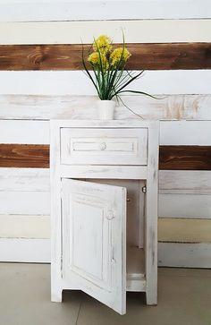 Mesa de luz · 1 cajón y puerta - Antigua Madera Decor, Room, Interior, Paisley Stencil, Deco, Bedroom Oasis, Home Decor, Mesas De Luz, Furniture Makeover