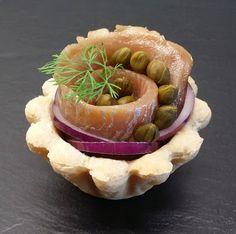 Påskebordets frækkeste sildemad. Easter herring tartelet (recipe in Danish from the Klidmoster.dk blog).