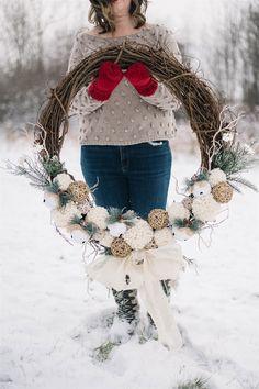 Make a Rustic Pom Pom Christmas Wreath Ball Decorations, Festival Decorations, Christmas Decorations, Holiday Decor, Seasonal Decor, Christmas Tree With Gifts, Christmas Bells, Christmas Crafts, White Christmas