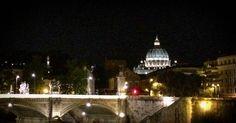 Ainda passando por Roma de noite... :) .  Lembre-se que nós organizarmos o seu transfer do/para o aeroporto e também sua hospedagem! info@emroma.com .  Veja mais no Snapchat Em_Roma  #Roma #europe #instatravel #eurotrip #italia #italy #rome #trip #travelling #snapchat #emroma#viagem #dicas #ferias #dicasdeviagem #brasileirospelomundo #viajandopelomundo #cupoladisanpietro #sanpietro