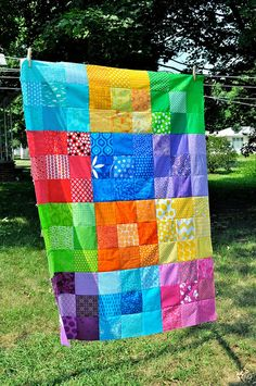 Simple but neat quilt - Great idea for a Project Linus quilt- bright colors and easy to make blocks. Patchwork Quilting, Scrappy Quilts, Easy Quilts, Quilting Projects, Quilting Designs, Sewing Projects, Nine Patch Quilt, Rainbow Quilt, Patch Aplique