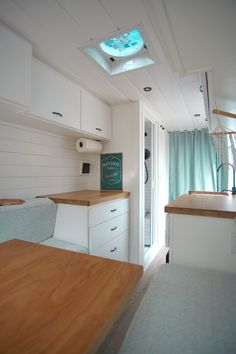 Custom Crafted Van Conversions Gallery — Sara & Alex James – 40 Hours of Freedom life aesthetic life budget life hacks life interior life vehicles Small Tiny House, Modern Tiny House, Tiny House Living, Tiny House On Wheels, Small Homes, Motorhome, Vw Lt 28, Van Conversion Layout, Camper Conversion
