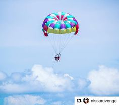How high can you go? Tag a friend who'd parasail with you in Port Aransas.  #portaransas #portaransastex http://ift.tt/1M0jTQ3  Repost @nissarevenge