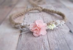 Meet Sasha, a vintage inspired natural tieback headband.  {Product Info} A simple sweet pink flower is surrounded by delicate white buds and feathers, and sits atop a natural handspun baby alpaca tie.  {Size and Fit} Newborn to toddler. {Care Recommendations} This tieback should not be washed and should be stored carefully.  ******************************************************************************************  Shop for other lovelies at Elizabeth & DANIEL here…