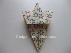 This is an elegant origami 8 pointed star that is perfect for the top of your origami christmas tree. Find out how to fold this beautiful origami star here. Origami Mouse, Origami Fish, Origami Stars, Origami Flowers, Origami Christmas Tree, Origami Ornaments, Christmas Crafts, Christmas Ideas, Christmas Decorations