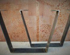 Ces pieds de table sont en forme dun trapèze, largeur de toit est 18 cm et largeur du bas est 24 ou peut être une plus petite taille
