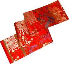 Obi: Cinturón con el cual se cruzaba el Kimono. La posición del nudo o lazada indicaba el estado civil; en las jóvenes casaderas, viene en la espalda.