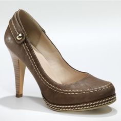 Beautiful top-stitched pumps......boy, oh boy are these awesome or what??!!