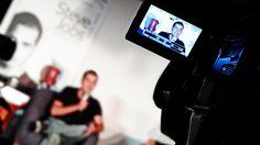 Alfonso Dosal en la conferencia de prensa de Agonía y Éxtasis de Steve Jobs.
