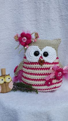 * Elouisa * is a pretty big protector owl. Especially nice as decoration, in the … - Easy Craft Ideas Gato Crochet, Crochet Owls, Crochet Pillow, Crochet Animals, Knit Crochet, Owl Crochet Patterns, Owl Patterns, Amigurumi Patterns, Cute Owl