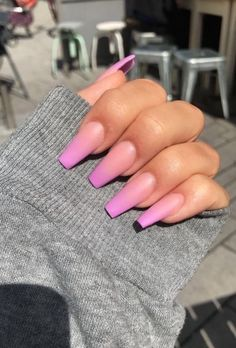 Ombre nails are everywhere these days. Ombre nails are eye-catching and personalized, and can be subtle as you want. I like a soft pastel ombre fade that is suitable for everyday use or glitter ombre nails for special occasions such as weddings. Neon Nails, My Nails, Matte Nails, Fancy Nails, Black Nails, Neon Nail Designs, Nail Glitter Design, Nagellack Trends, Fire Nails