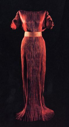 Mariano Fortuny red delphos dress 1909 with renowned Fortuny pleating -hard to believe this is from 1909-the delphos gowns were made up to the 1930's....