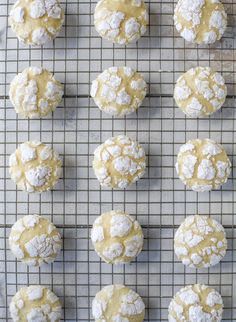 These lemon crinkle cookies are perfect if you love lemon desserts! They take after chocolate crinkle cookies, but are a delightful refreshing lemon flavor sprinkle with powdered sugar. These are always a huge hit! Lemon Crinkle Cookies, Chocolate Crinkle Cookies, Chocolate Crinkles, Lemon Cookies Easy, Almond Cookies, Lemon Cake Cookies, Biscotti Cookies, Biscotti Recipe, Lemon Cupcakes