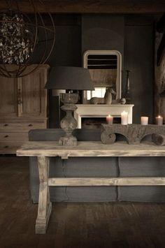 Vergrijsde Sidetable gemaakt van oud hout ...voor meer inspiratie www.stylingentrends.nl of www.facebook.com/stylingentrends .. Dit is geen ontwerp van S&T wel wat ons aan spreekt