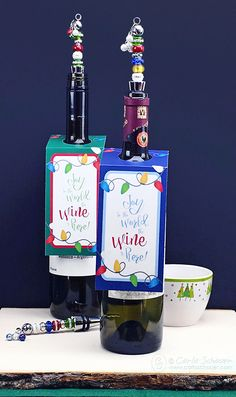 These would make great holiday party hostess gifts!  Beaded bottle toppers and free printable holiday wine tags|Carla Schauer Designs