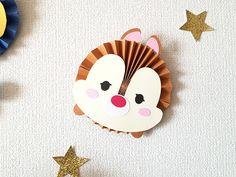 ペーパーファンのディズニーツムツムお誕生表を制作しました〜プリプリ2019年4月号特別付録 | Happy Birthday Project Dulceros Mickey Mouse, Mickey Mouse Template, Minnie, Cute Crafts, Diy And Crafts, Crafts For Kids, Diy Paper, Paper Art, Paper Crafts