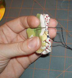 Great yo yo tutorial that addresses both how to make yo yos as well as joining yo yos together to make a quilt