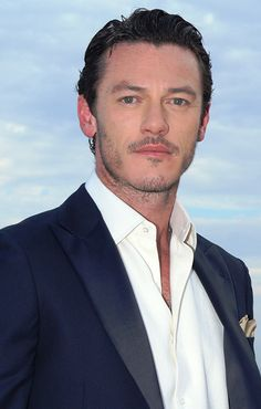Luke Evans always have his top two buttons unbutton