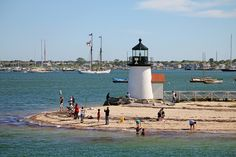 Brant Point - New England Lighthouses: A Virtual Guide Lighthouse Lighting, Lighthouse Photos, Nantucket Style, Nantucket Island, Beautiful World, Beautiful Places, Brant Point Lighthouse, Beacon Tower, Ocean Scenes