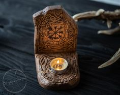 Taverna Pub, Runas Futhark, Deco Nature, Home Altar, Wooden Candle Holders, Iron Age, Scandinavian Home, Pyrography, Wood Carving