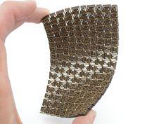 Går att laserskära riktigt fina mönster. Plus att MDF får ganska spännande egenskaper när det är skuret på rätt sätt. | It's possible to laser cut intricate patterns. Here giving MDF some strange properties.