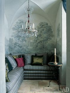 small living room walls are painted in grisaille technique. Swedish antique chandelier beginning of the XIX century ~ Frederic Mechiche
