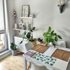 Ideas for decorating small apartments Small Apartment Design, Small Apartment Decorating, Decorating Small Spaces, Small Apartments, Room Color Design, Small Room Decor, Flat Ideas, Dinning Table, Room Colors