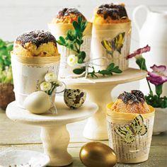 """Eierlikör-Muffins - """"Kreativ backen mit Eierlikör - ein Kinderspiel! Wir backen aus Bitterschokolade und Eierlikör leckere Muffins, die auf eurer Kaffeetafel toll aussehen. Und lecker schmecken sie auch noch."""""""