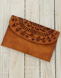A Christmas gift like this will make any lucky lady smile, so spoil her with this Ilundi Sunset Temple Clutch. This gorgeous bag is hand-crafted from natural materials, and a laser cut geometric design. Christmas Gifts For Girlfriend, Christmas Gifts For Friends, Christmas Gifts For Mom, Christmas Shopping, Incredible Gifts, Lucky Ladies, Natural Materials, Hustle, Temple