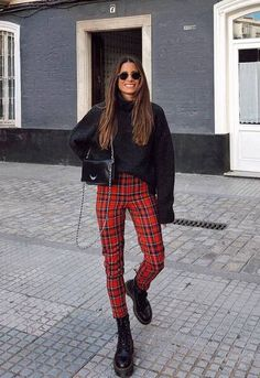 Con estos pantalones (de tendencia) renovarás tu look Trendy pants with which it will not seem that you always dress the same – Photo 11 Red Plaid Pants, Plaid Pants Outfit, Plaid Outfits, Sweater Outfits, Trendy Outfits, Fall Outfits, Fashion Outfits, Womens Fashion, Hipster Outfits